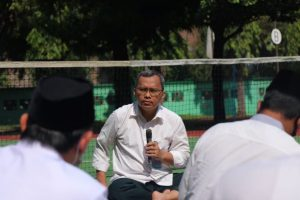 Rektor saat memimpin rapat