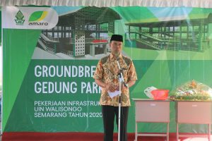 Wakil Rektor III memberikan pengarahan saat acara groundbreaking gedung parkir